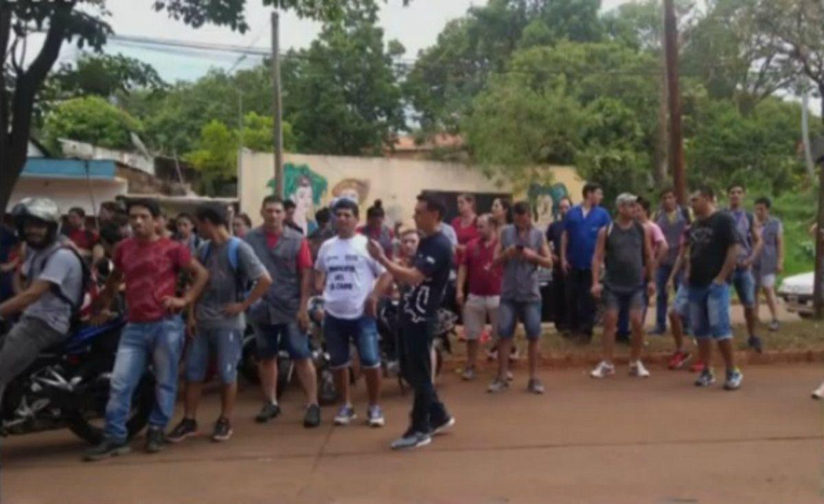 Despidieron a casi 200 empleados de una fábrica de zapatillas en El Dorado