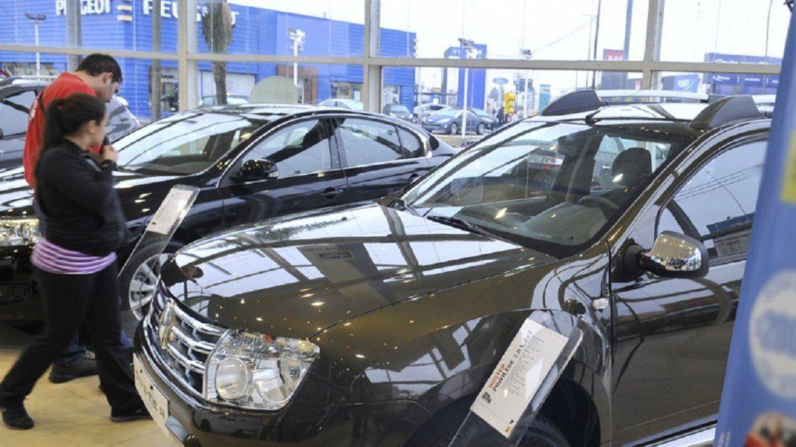 El patentamiento de autos se desplomaría casi 45% en noviembre, la baja más fuerte desde 2002