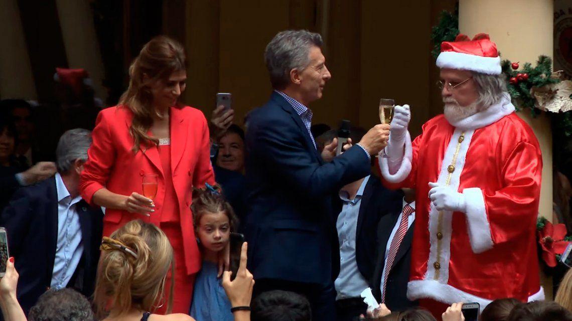 Macri brindó con Papá Noel y empezó sus vacaciones