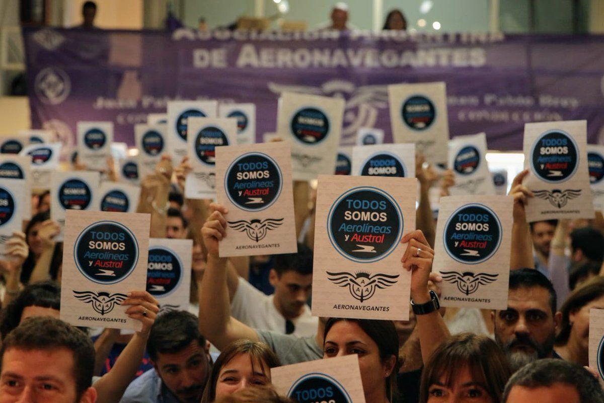 Aeronavegantes protestaban por los recortes a Aerolíneas Argentinas y Austral