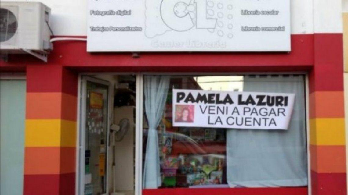 Escracharon a una clienta con un cartel en la vidriera por no pagar la cuenta