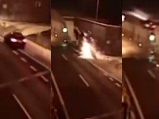 video: el auto salio volando, golpeo contra un tunel  y se salvo de milagro