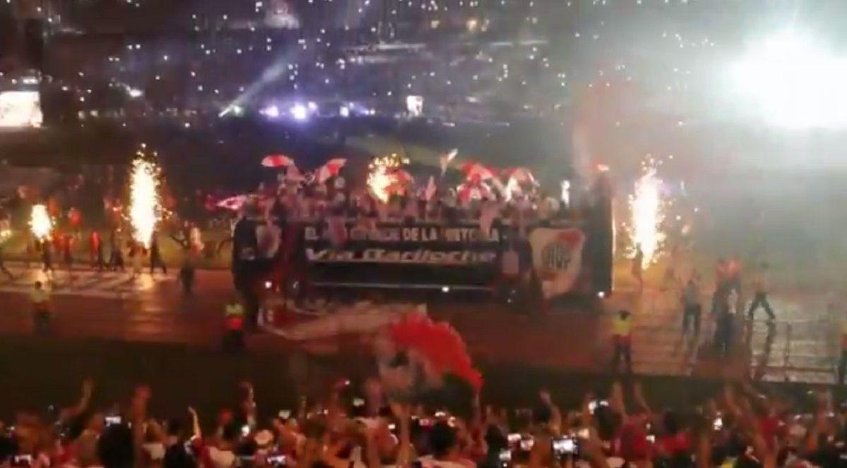 Vuelta olímpica de River en el Monumental por la Libertadores