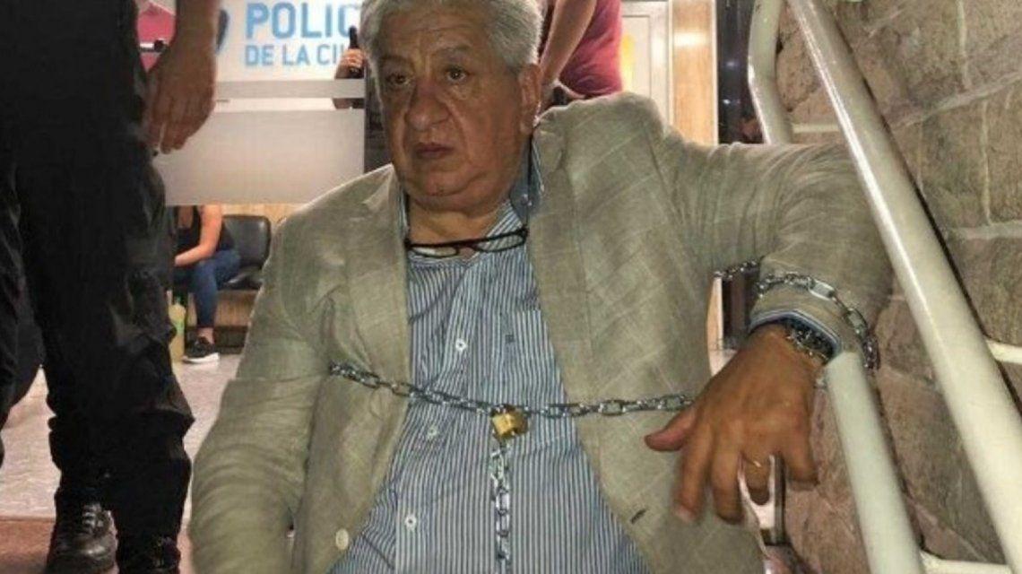 Julio Piumato sigue encadenado en la comisaría: Si no la liberan vamos a movilizar a la fiscalía