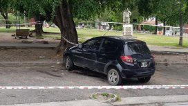 Hallan muerto a un hombre dentro de un auto estacionado en un parque