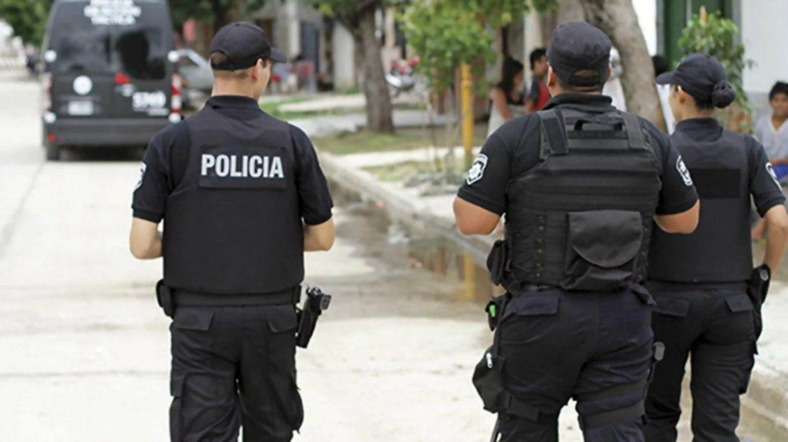 Descubrieron a dos policías teniendo sexo en el patrullero