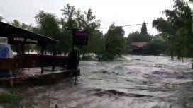Caótico temporal en Mina Clavero: llovieron más de 100 milímetros y se desbordó el río