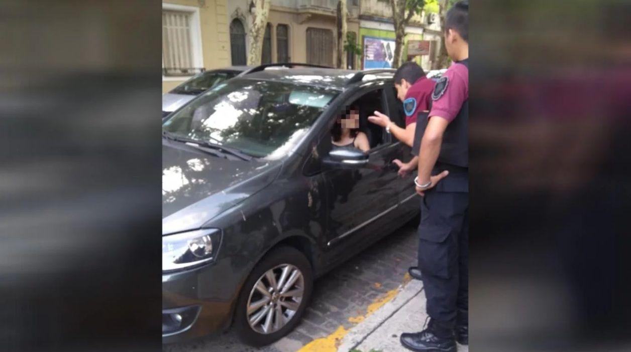 La mujer fue detenida y liberada cerca de las 22