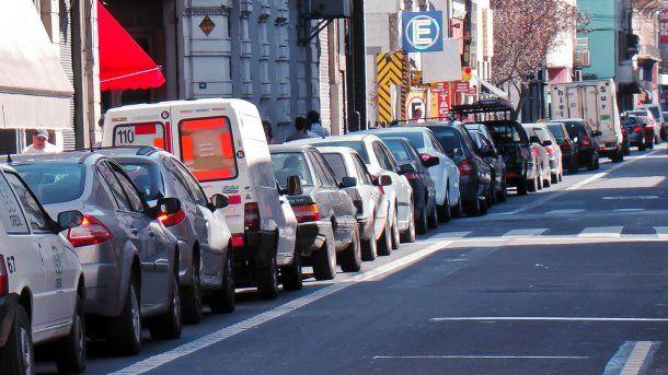 Este lunes habrá que pagar estacionamiento medido, pero el martes 1° no estará vigente.
