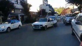 Violenta discusión callejera en Bariloche termina con un insólito choque