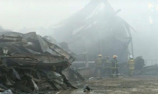 <p>El incendio fue controlado. Más de 400 embarcaciones fueron afectadas.</p>