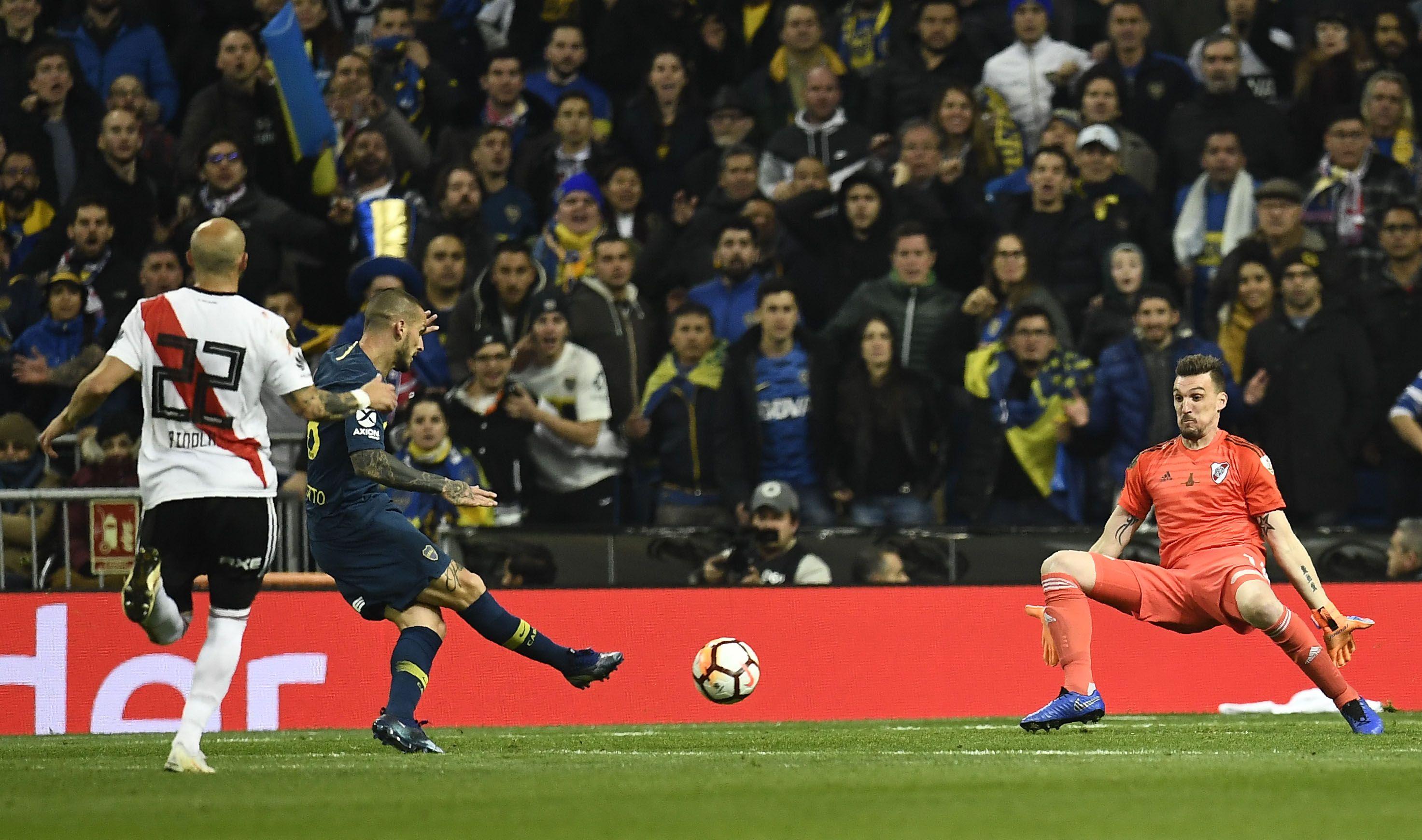 Franco Armani y su gran atajada ante Benedetto en la final de la Copa Libertadores