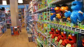 Pelotas para nenes y escobas para nenas: el machismo comienza con los juguetes