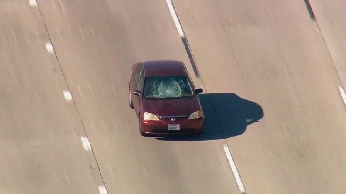 Tras más de dos horas, redujeron al conductor que atropelló y huyó en Los Ángeles