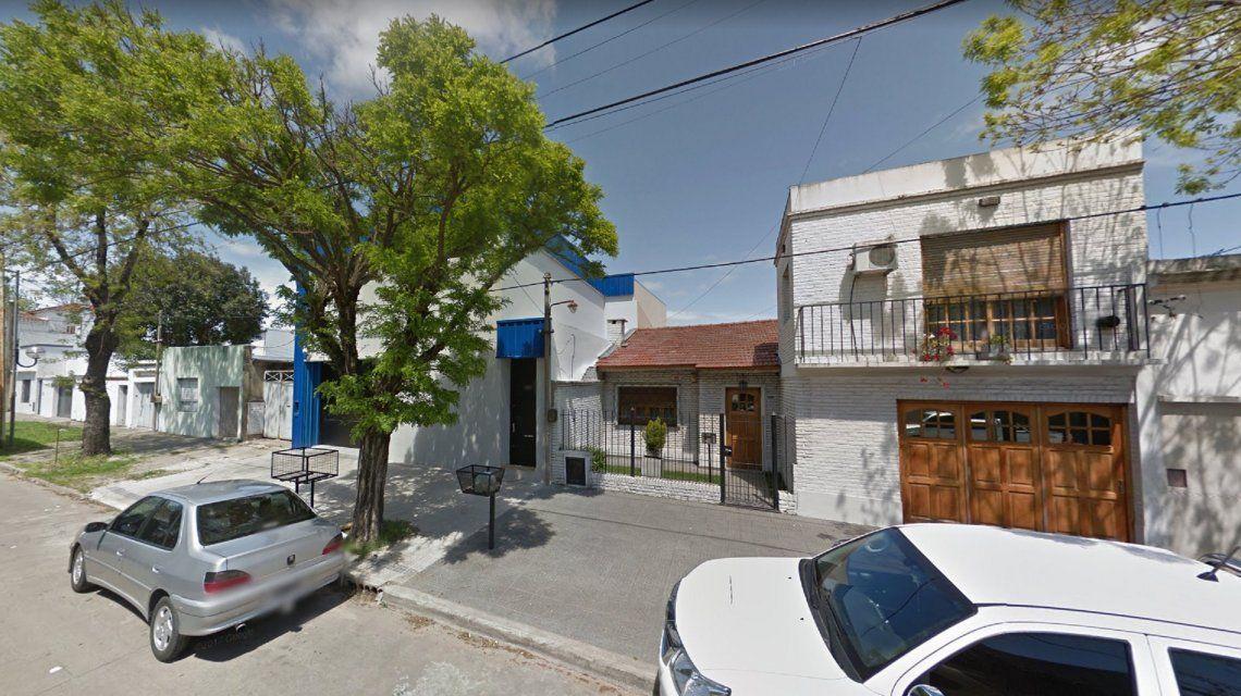 Una mujer fue asesinada por un vecino en La Plata: habrían discutido por las hojas en la vereda