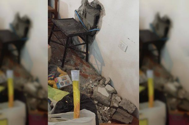 Los ladrones hicieron un boquete en la pared para poder entrar y sacar cosas.