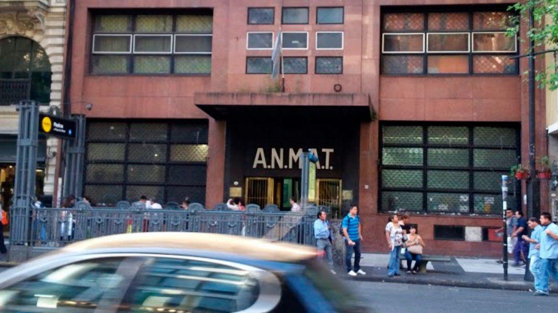 La ANMAT prohibió la venta de una marca de golosinas y varios productos médicos