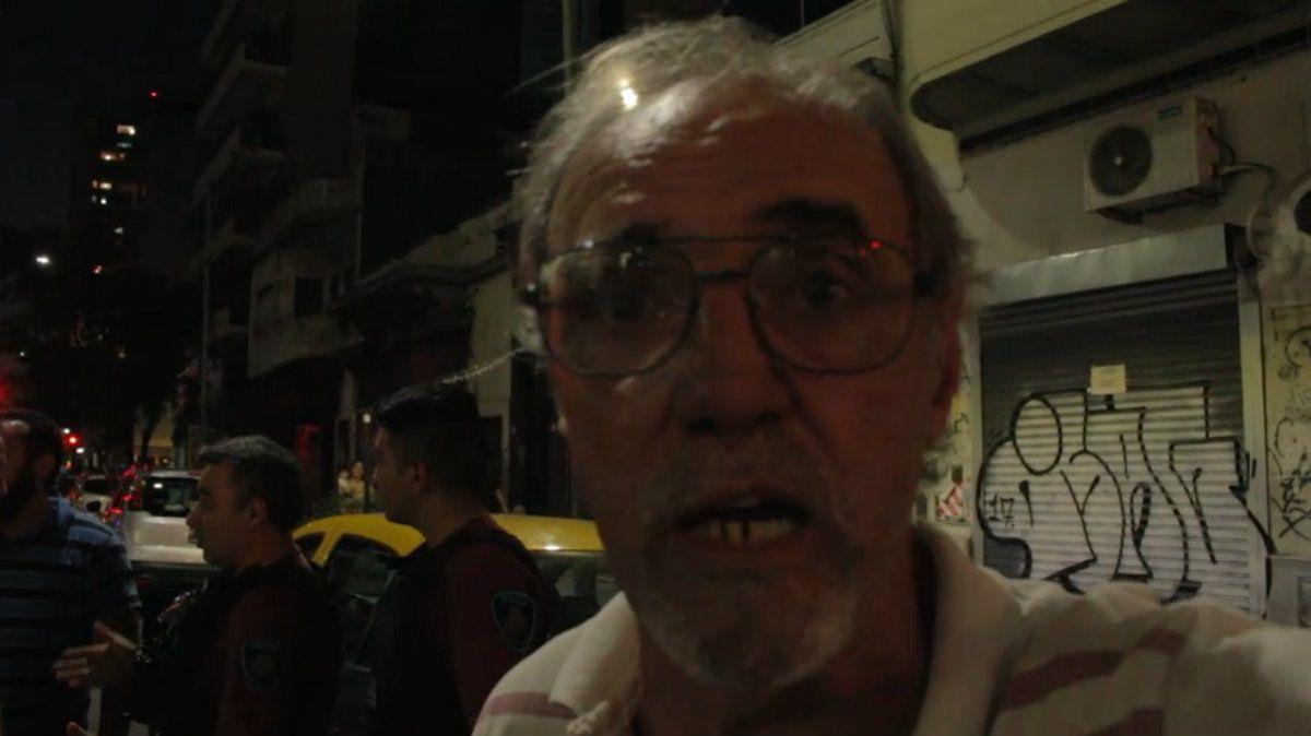 Sesto aseguró que el policía se abalanzó sobre el capot de su taxi
