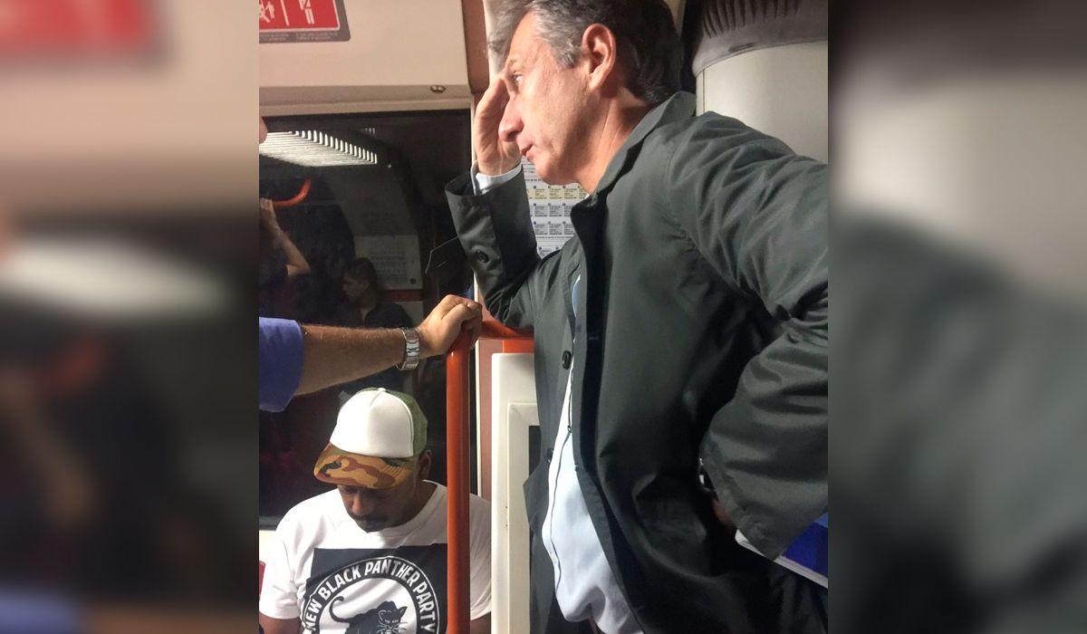 ¿Mauricio viaja en subte? Furor en redes por la foto de un falso Macri en la línea B