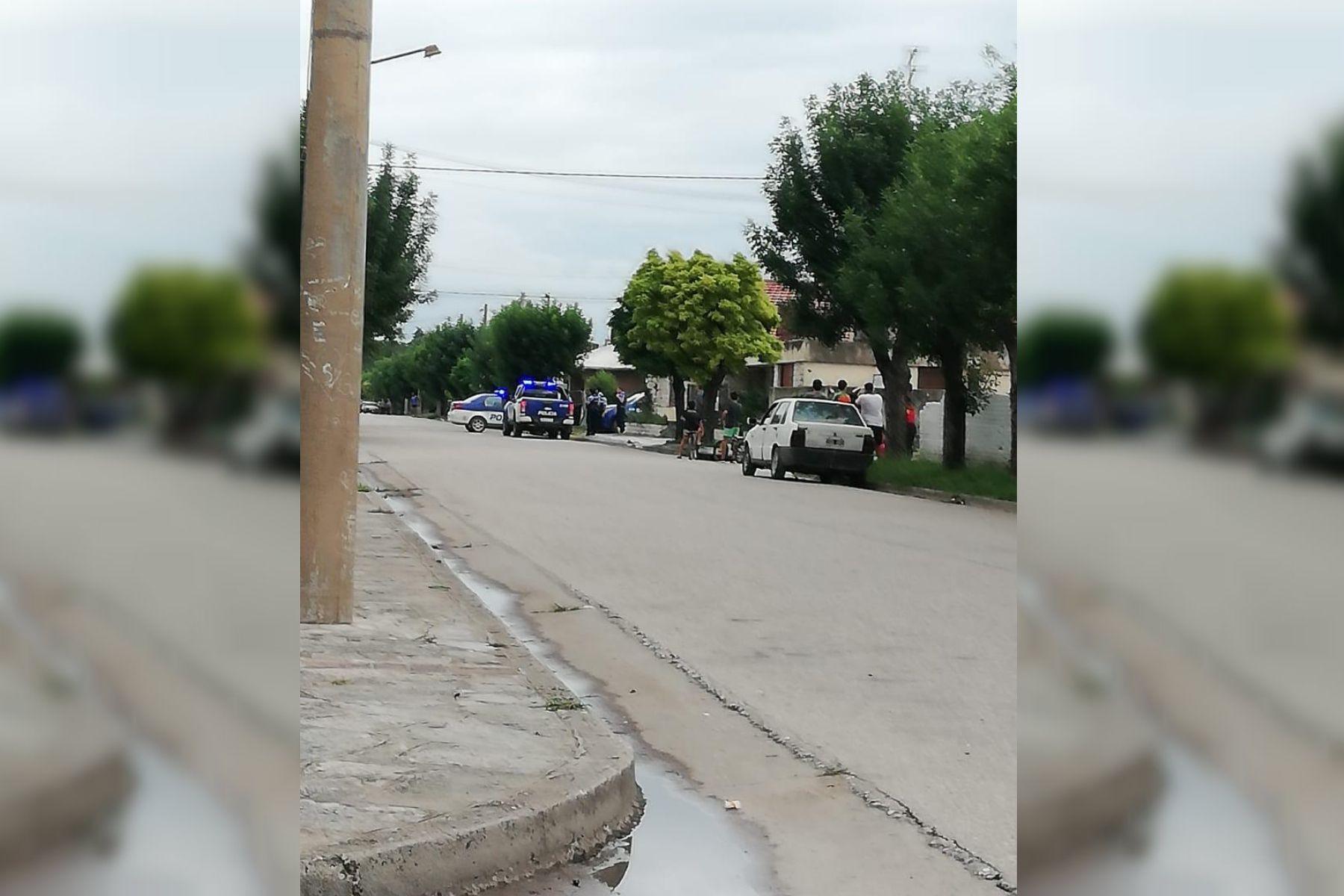 La policía buscan al hombre que agredió a su ex pareja y escapó en un patrullero. Foto; La Voz.