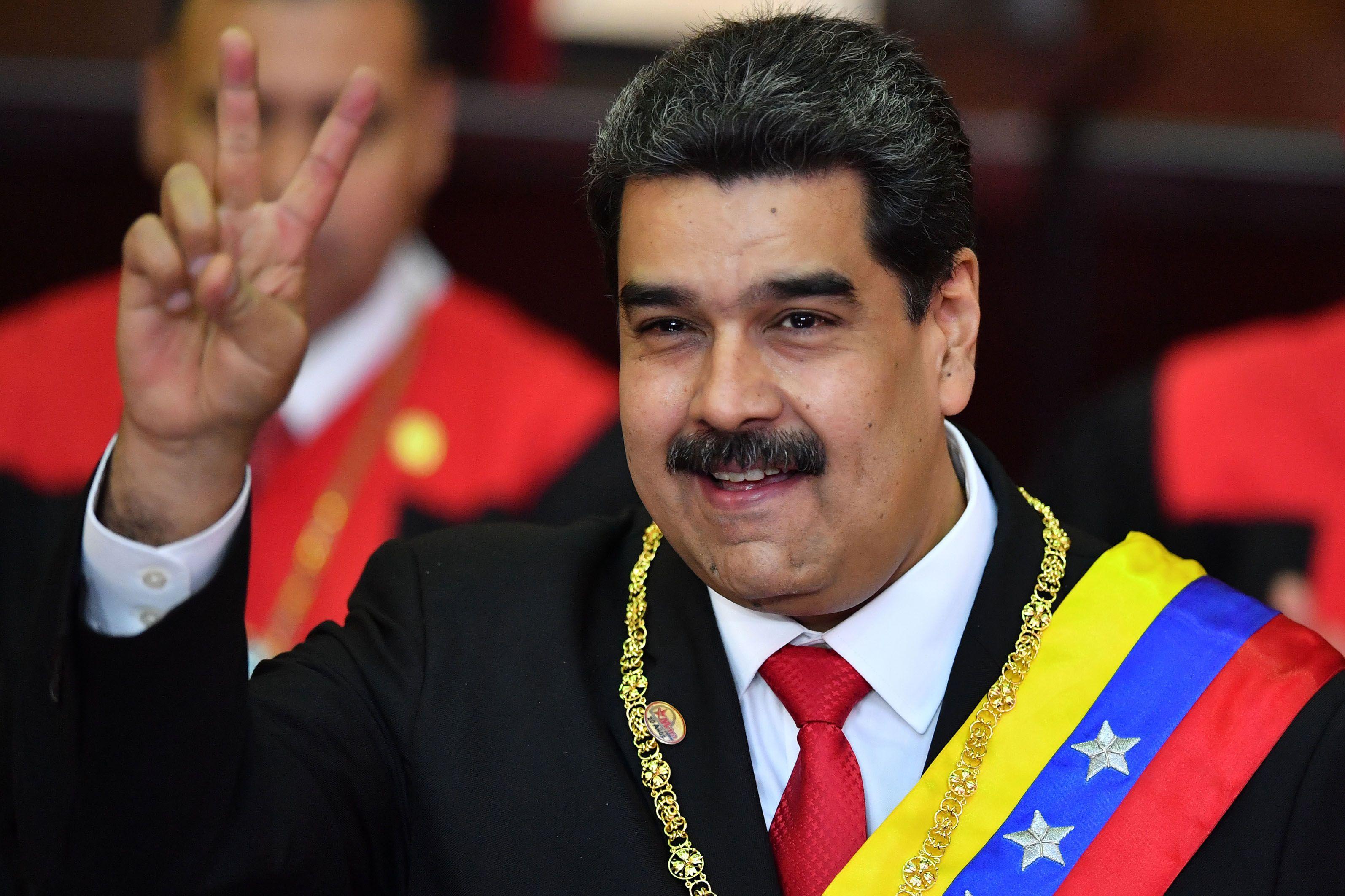 Nicolás Maduro juró como presidente de Venezuela hasta 2025