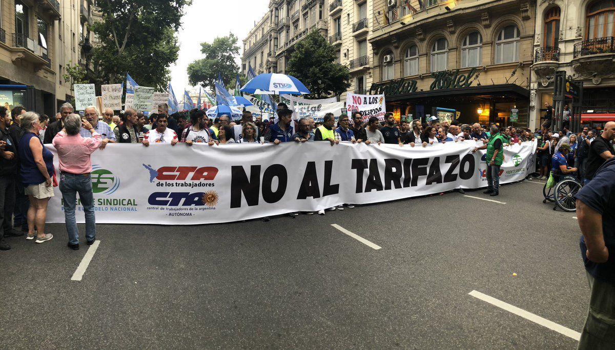 Primera marcha de antorchas contra las políticas de Mauricio Macri