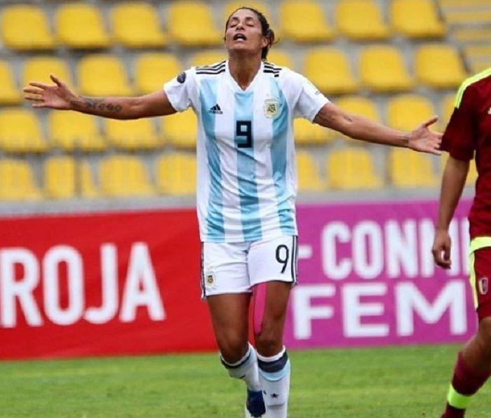 Jugaba descalza y firmó con el mejor equipo del mundo: Soledad Jaimes, la futbolista argentina que llegó a la elite