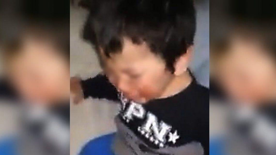 Se filmó dándole una paliza a su hijo de tres años y se lo envió a su ex marido