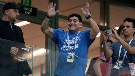 Maradona saludando como Perón