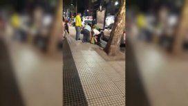 El video más duro: juntan pan viejo en la calle porque no lo pueden pagar