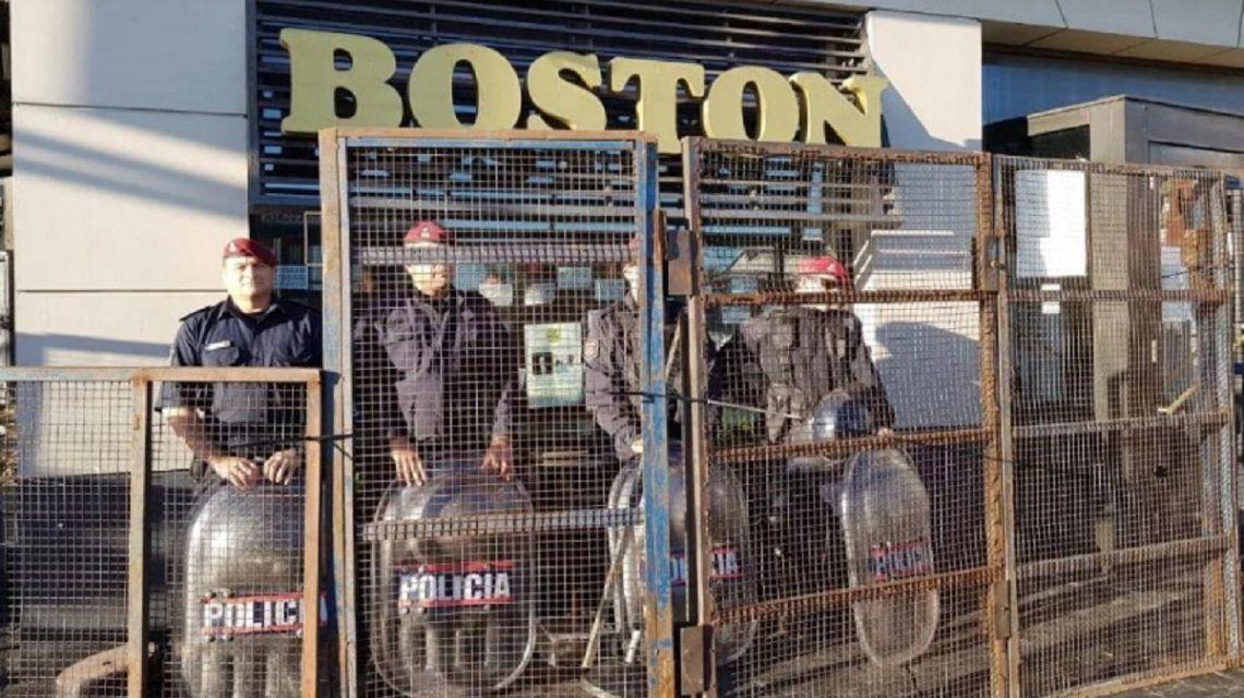 Desalojaron a los trabajadores de la confitería Boston en Mar del Plata