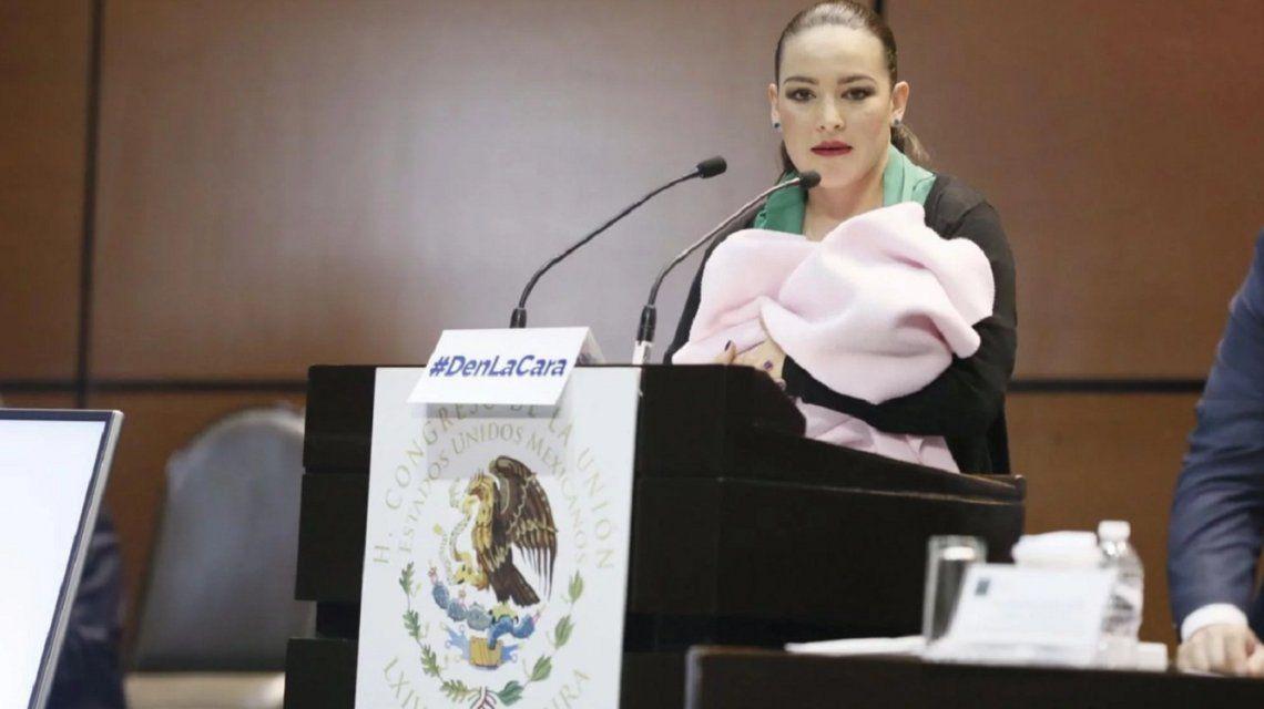 La misógina crítica del presidente del Parlamento de México contra una senadora que amamantaba a su hija