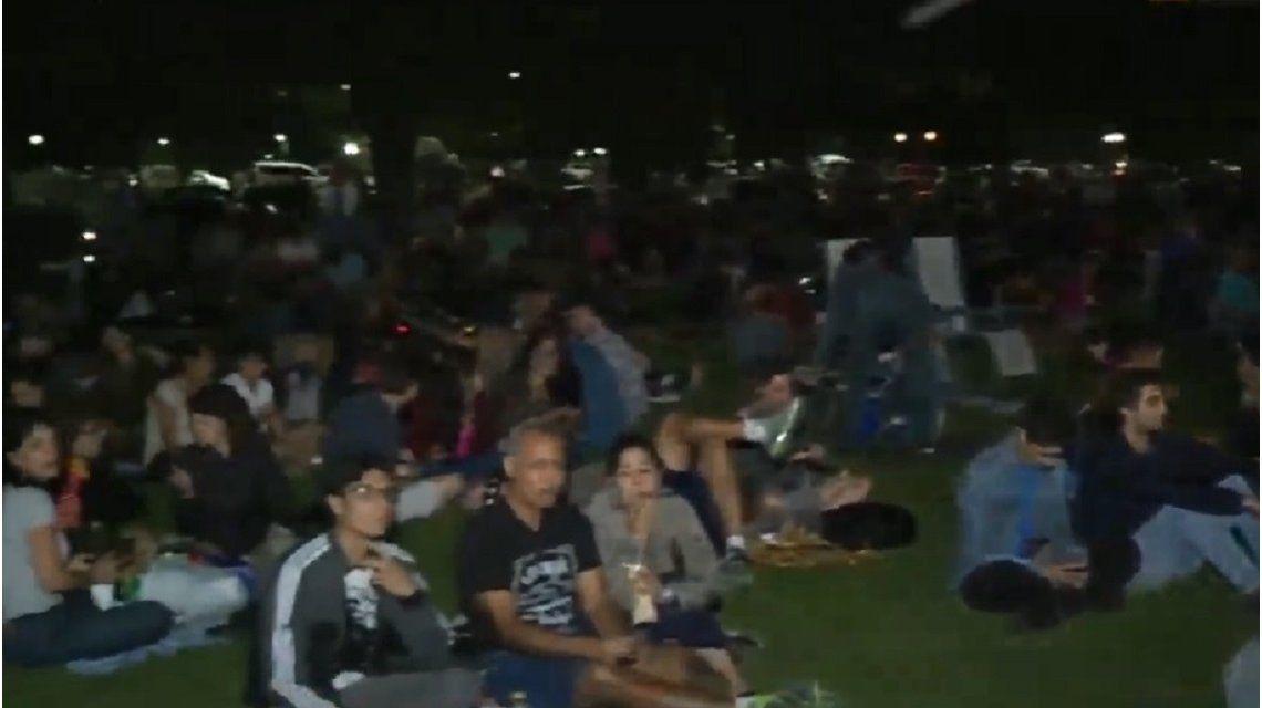 Una multitud para ver la Luna Roja en el Planetario