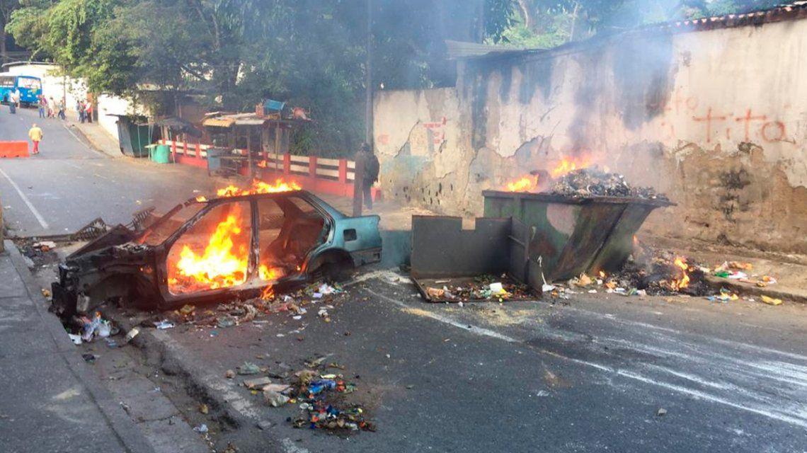 Tensión en Venezuela: un grupo de policías se alzó contra Maduro