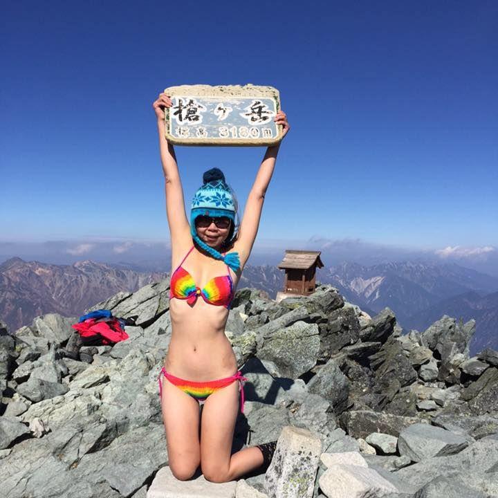 Una famosa montañista intentó sacarse una foto y murió tras caer a una grieta