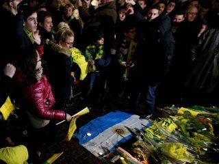 Emocionante homenaje a Emiliano Sala en Nantes