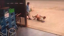 VIDEO: Discutió con un hombre y lo atacó a machetazos