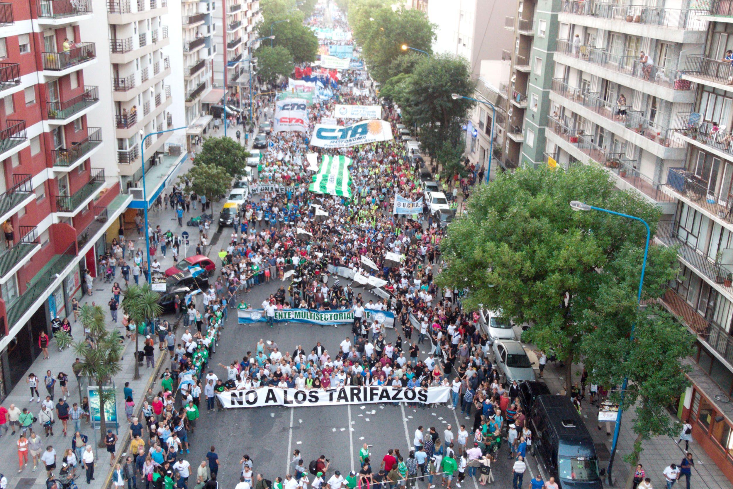 La marcha de las antorchas recorrió Mar del Plata en plena temporada