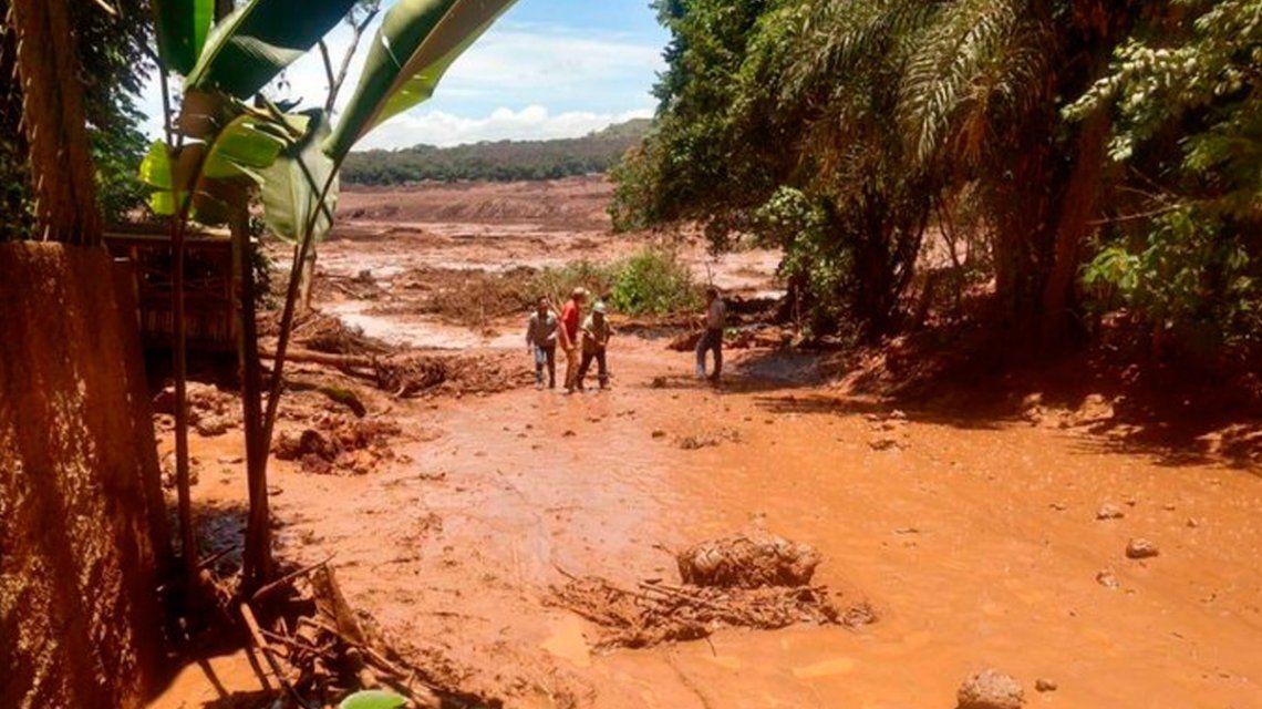 Se derrumbó la represa de una minera en Brasil: hay varios muertos y 200 desaparecidos