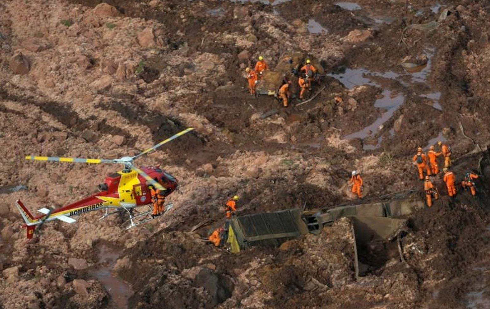 Rescataron a 100 personas de la represa derrumbada en Brasil
