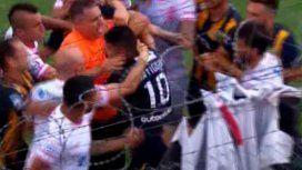 VIDEO: Ortigoza le pegó un pelotazo a un jugador y se armó la pelea en Huracán - Rosario Central