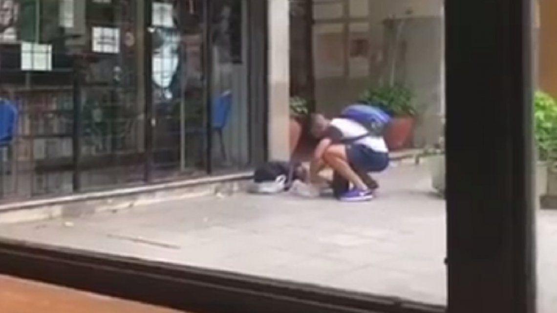 El gesto de un juvenil de Gimnasia de La Plata con un nene que dormía en la calle