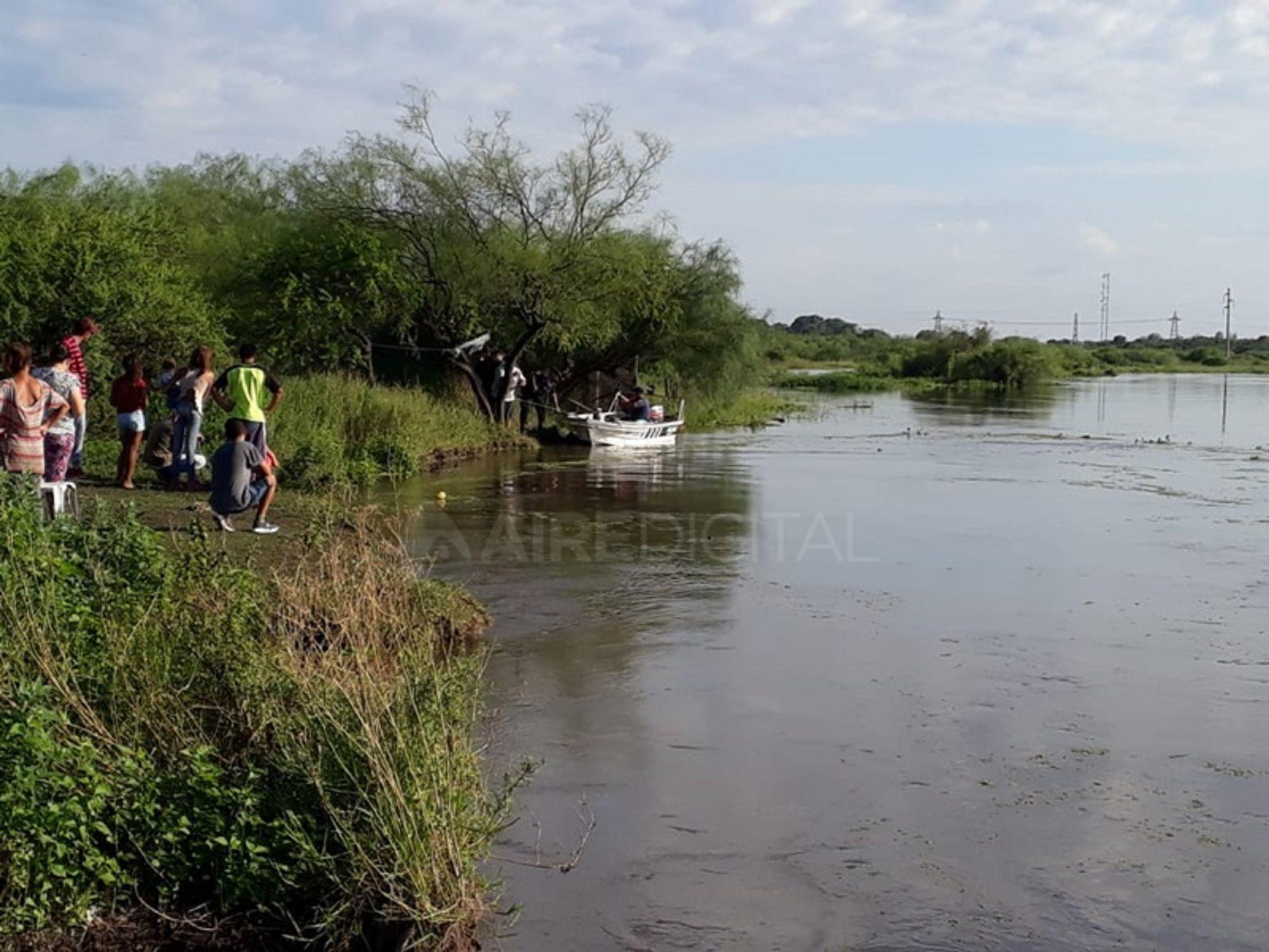 Buscan a una nena de seis que años que se cayó al río Salado en Santa Fe. Foto: Aire de Santa Fe.