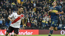 Pity Martínez celebra ante la impotente mirada de Carlos Izquierdoz