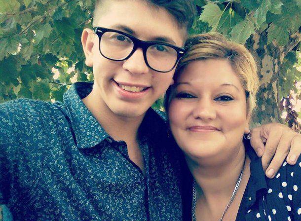 Joel Navarro y su mamá Luz. Foto: Facebook.