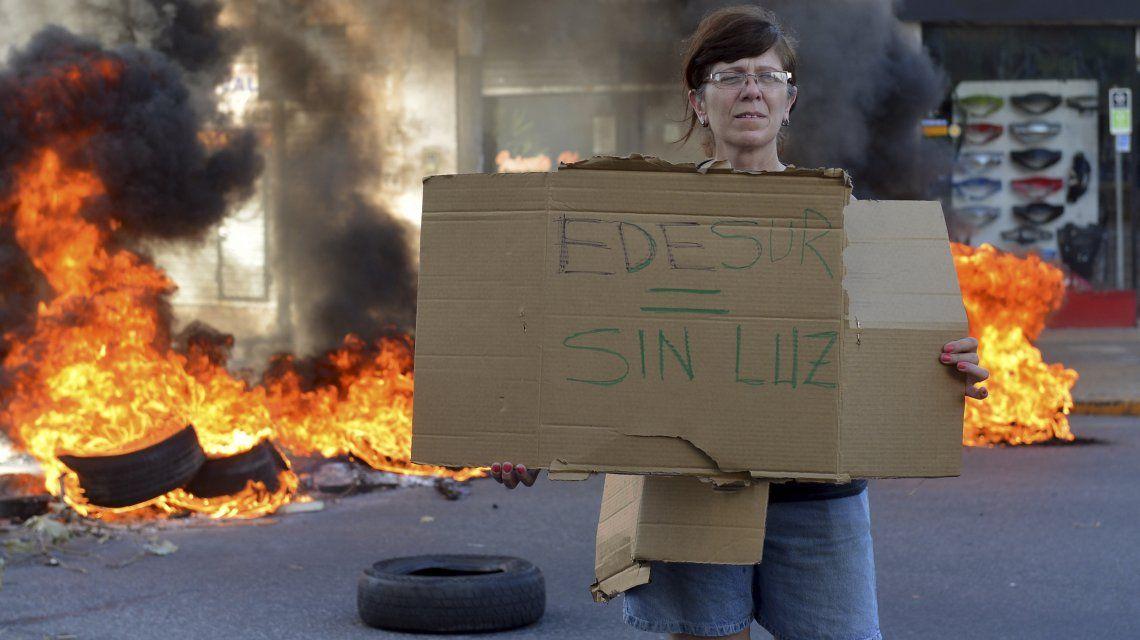 Una de las protestas contra Edesur por falta de suministro