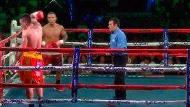 Un boxeador argentino se cansó y dejó el ring en plena pelea