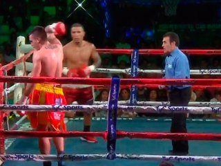 un boxeador argentino se canso y dejo el ring en plena pelea