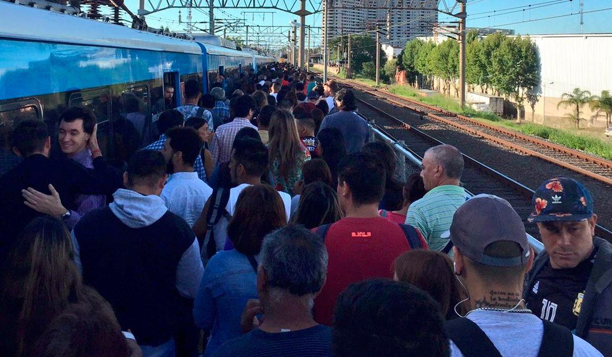 Viajaban en el techo del tren Roca y se electrocutaron: están gravemente heridos