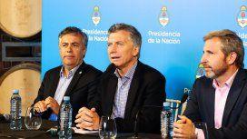 Cornejo, junto a Macri y Frigerio en una conferencia de prensa